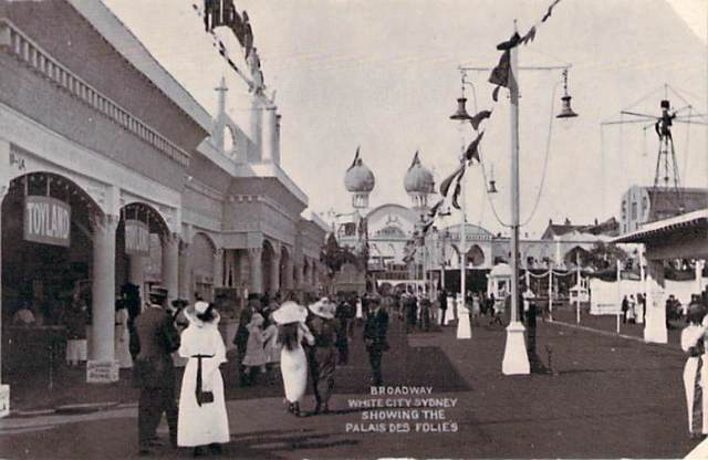Broadway White City Showing The Palais Des Folies Front